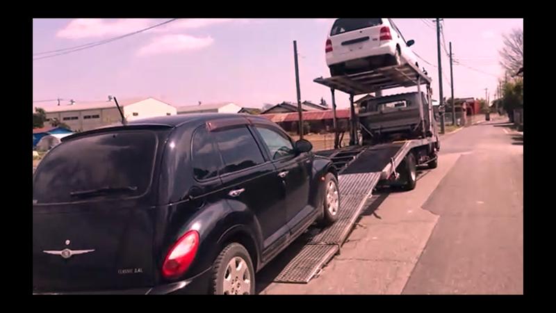 廃車(登録抹消)の為、レッカーに運ばれる、筆者の実物の愛車の写真